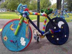 yarn-bomb-bike-1